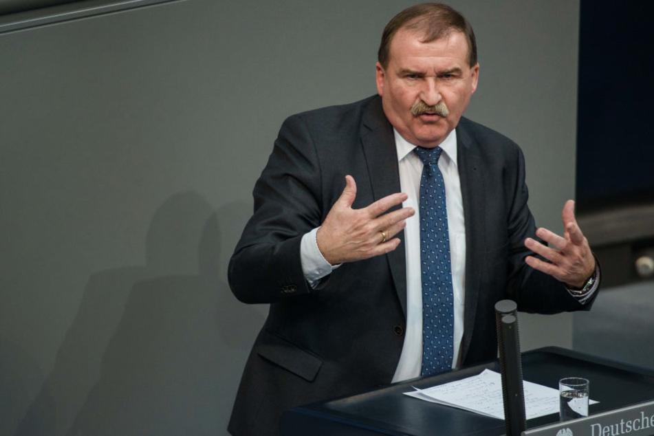 Bundestagsabgeordneter fordert Seehofer-Rücktritt
