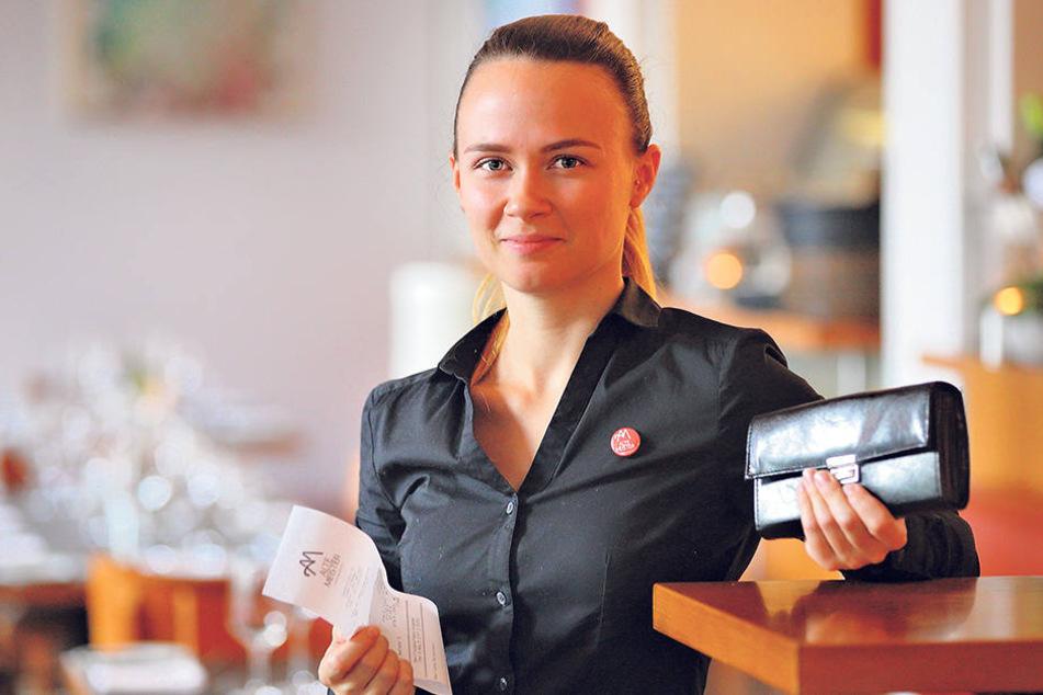 "Maria Grundmann (27), ""Alte Meister""."