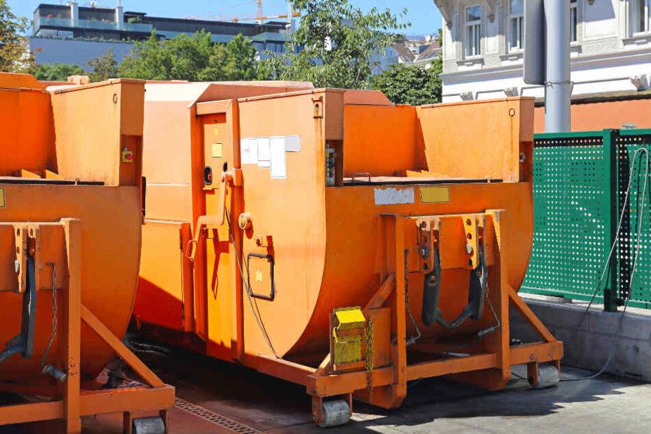 Junger Industriemechaniker gerät in Müllpresse und stirbt