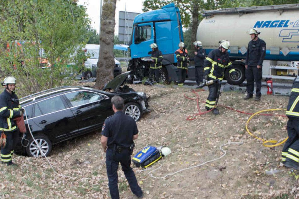 Der VW wurde in den Straßengraben geschleudert.