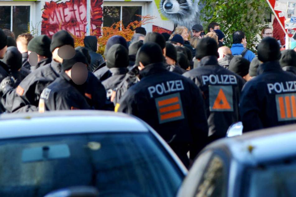 Die Einsatzkräfte der Polizei wurden während der Demo beschimpft.