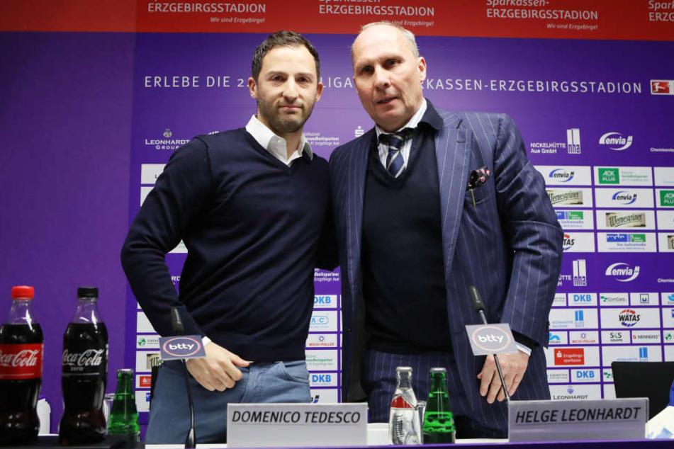 Trainer Domenico Tedesco (li.) und,Präsident Helge Leonhardt.