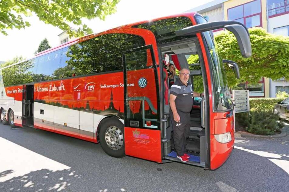 Von LKW bis Reisebus: Siegfried Ziegner begann 1971 als Fernfahrer und  sattelte 1992 auf Reisebusse um.