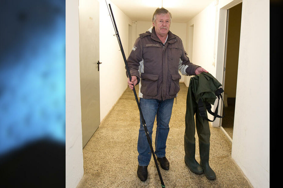 Eine Angel hat er noch, die andere wurde gestohlen: Gerd Lange (63) fühlt sich nicht mehr sicher.