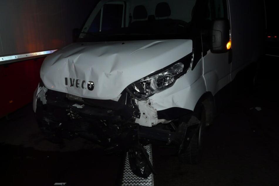 Der Fahrer (63) dieses Iveco-Kleintransporters übersah einen vorausfahrenden Fiat und fuhr ungebremst auf diesen auf.
