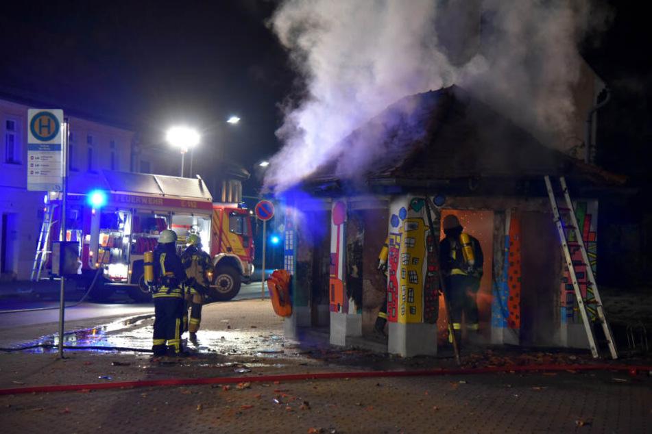 Da konnte die Feuerwehr auch nichts mehr machen. Die Arbeit der Schüler wurde binnen Minuten vernichtet.