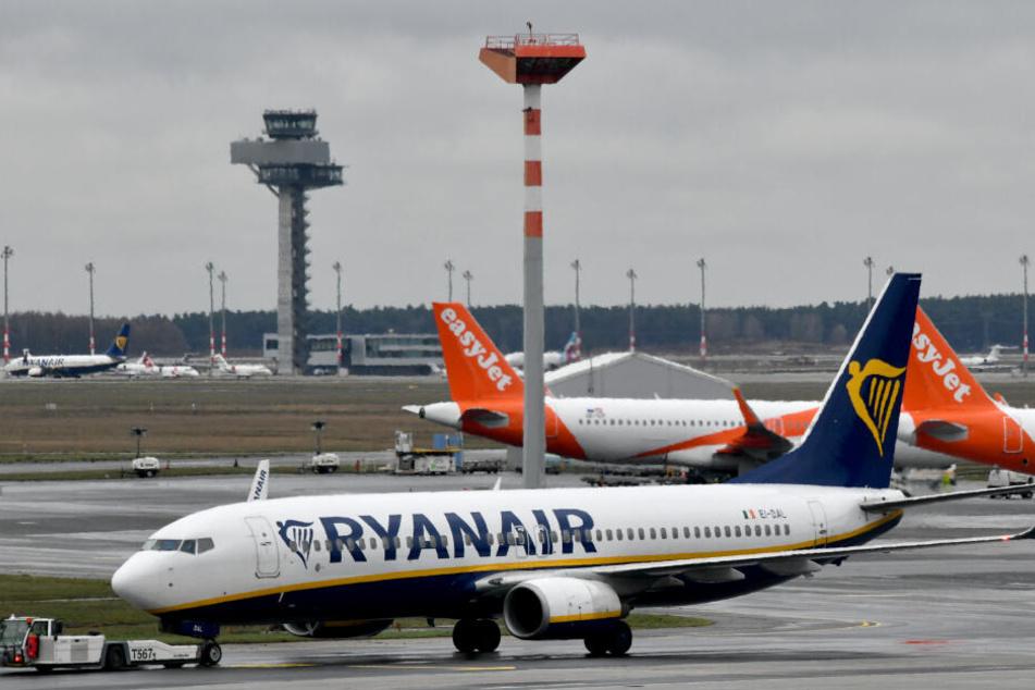 Flugzeuge am Flughafen Berlin-Schönefeld.