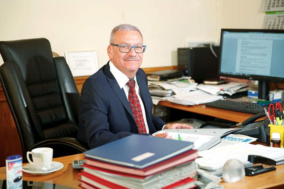 Er sucht eine Hymne für seine Stadt: Oberbürgermeister Gerhard Lemm (58, SPD) hat vier Vorschläge bekommen, jetzt darf abgestimmt werden.