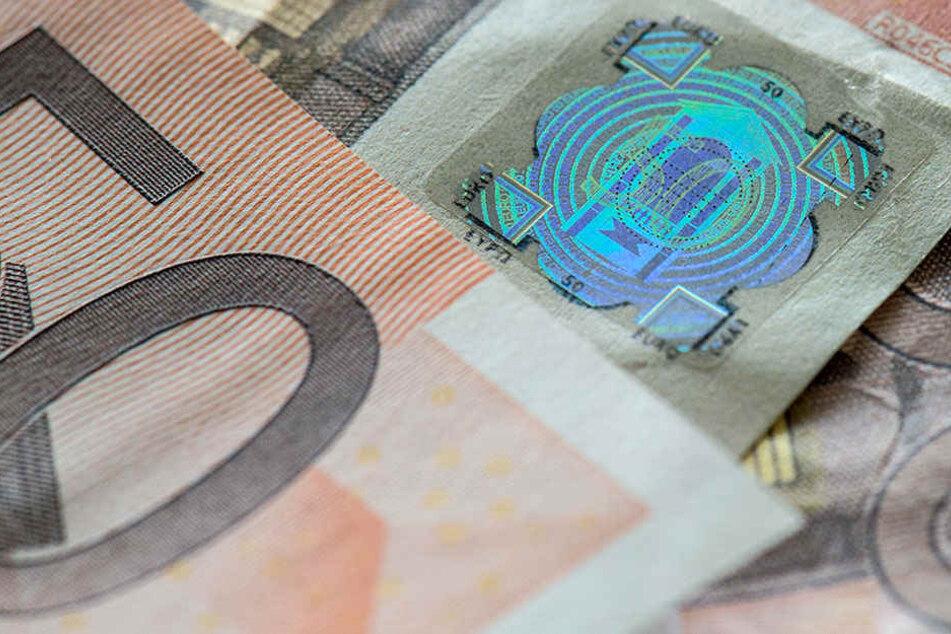 Die Angeklagten bestellten falsche Fünzig-Euro-Scheine wie diesen im Darknet.