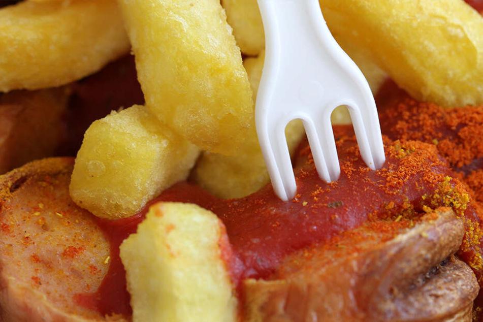 Currywurst mit Pommes frites: Fettig und ungesund, aber eine Leibspeise für Kinder.