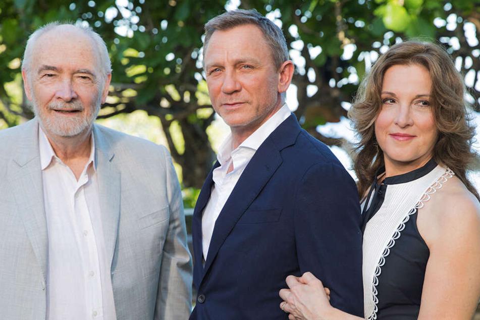 Die Produzenten Michael G. Wilson (77, links) und Barbara Broccoli (59, rechts) mit Daniel Craig (51).