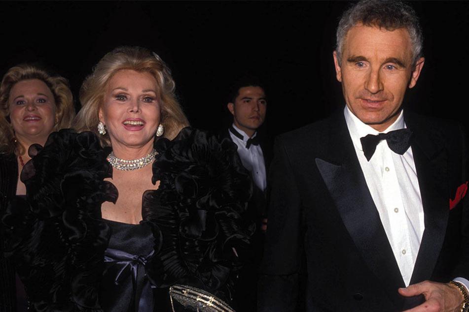 Die verstorbene Hollywood-Diva (   99) mit Ehemann Prinz Frédéric von Anhalt (73) auf einer Gala.