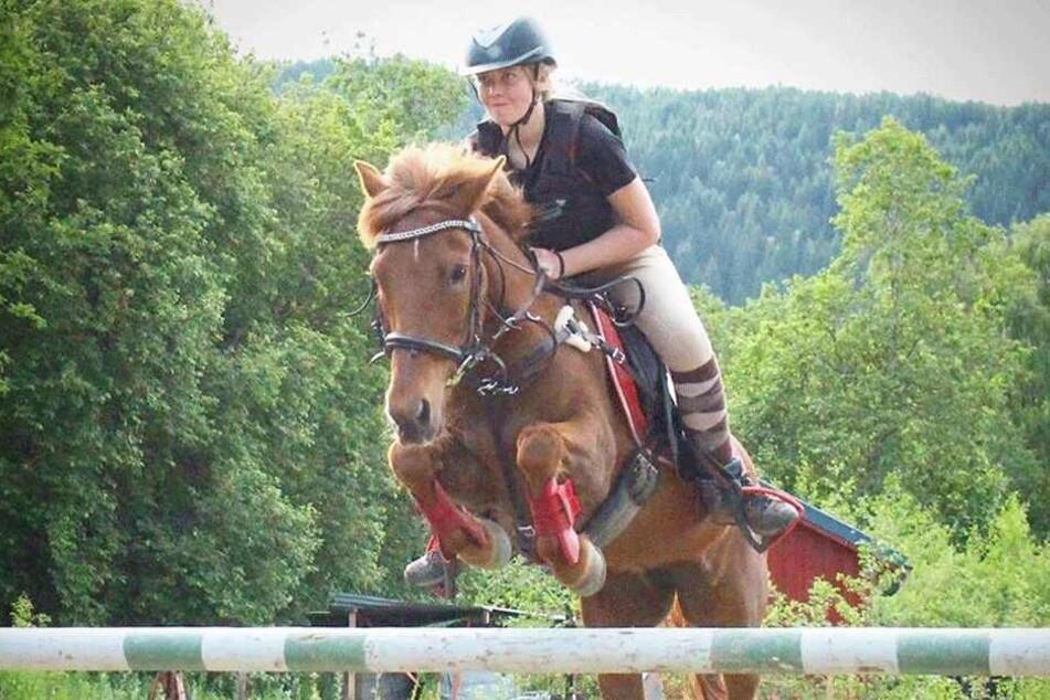 Pia Olden auf einem ihrer Pferde.