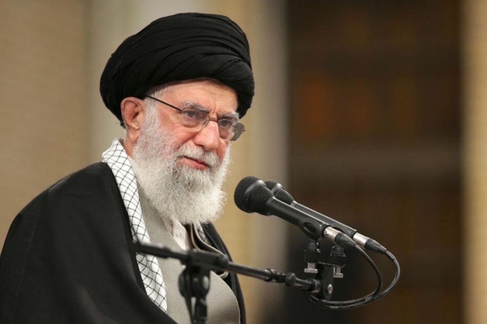 Die vom Büro des obersten iranischen Führers veröffentlichte Aufnahme zeigt den obersten Führer des Iran, Ajatollah Ali Chamenei.