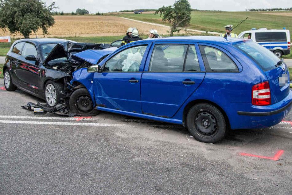 Nach Frontal-Crash: Zwei Menschen in Lebensgefahr!