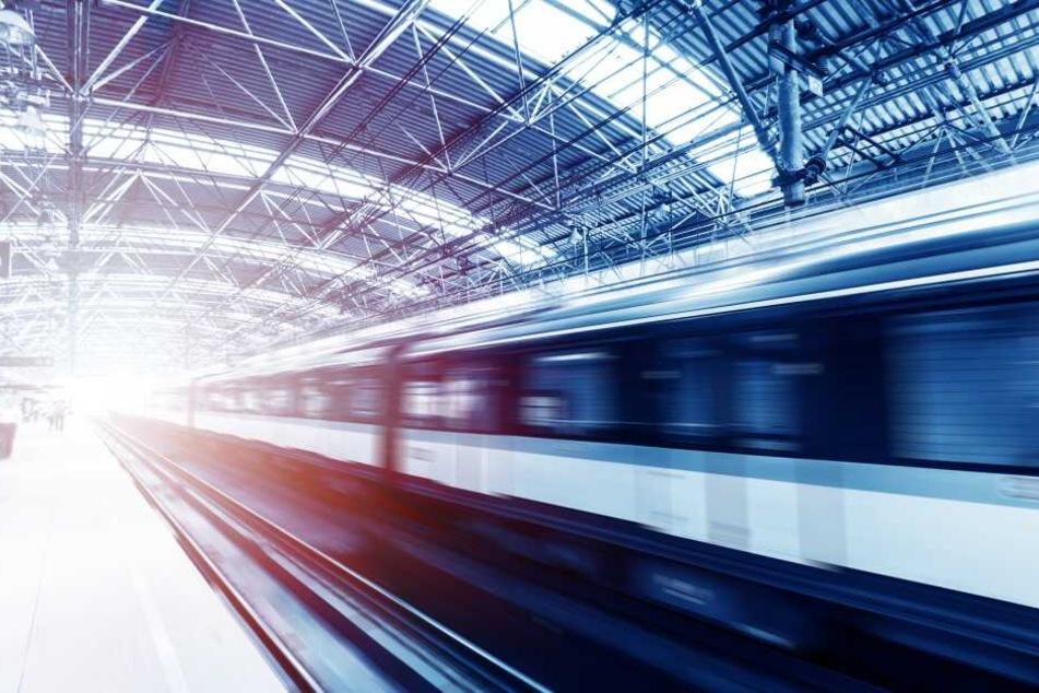 Zugdienst muss eingestellt werden, weil Fahrgast über mehrere Sitze seinen Kot verteilte