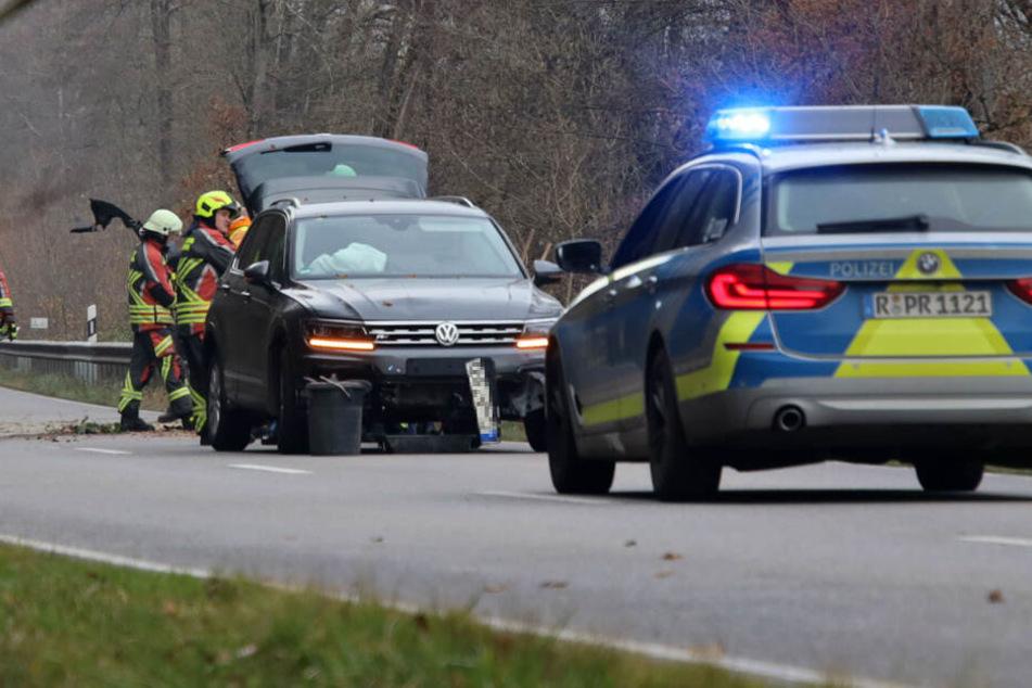 Etwa eineinhalb Stunden lang war die Straße nach dem Unfall gesperrt.