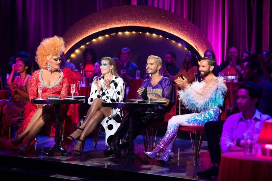 """Olivia Jones zusammen mit der Jury von """"Queen of Drags""""."""