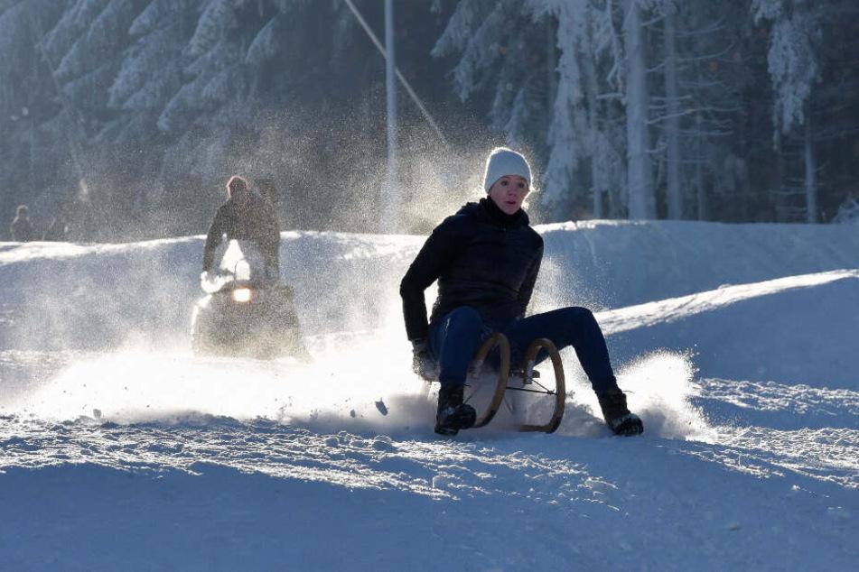 In Altenberg sorgen Schneekanonen auch bei mildem Winterwetter für Pistenspaß.
