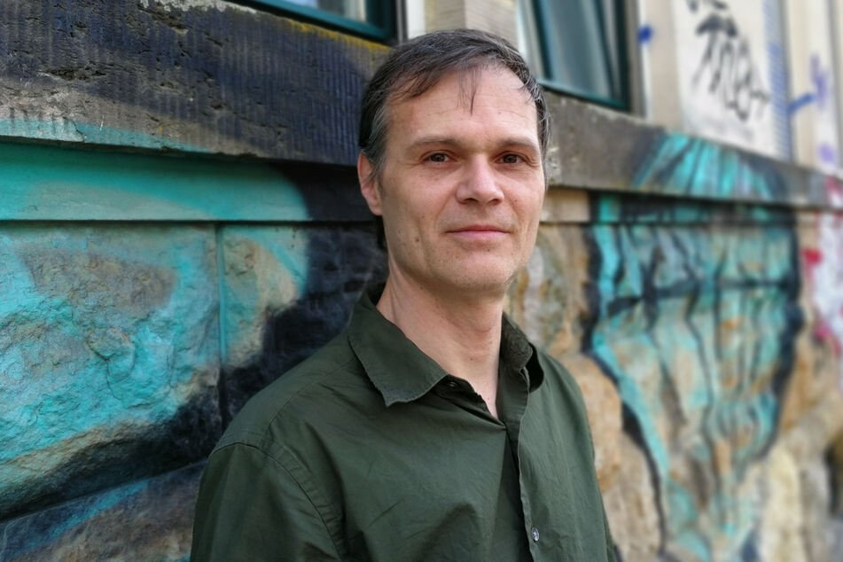 Jörg Eichler (45) vom Sächsischen Flüchtlingsrat kritisiert die nächtliche Abschiebe-Praxis.