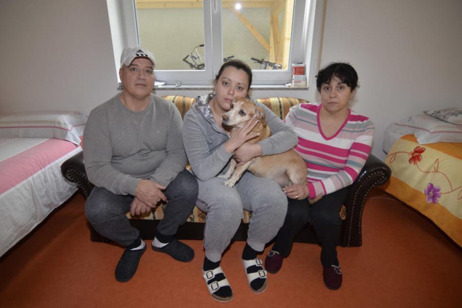 Vater Giorgio (58), Tochter Stefania (29), Mutter Maria (53) und Hund Laika teilen sich nun eine 16 Quadratmeter große Wohnung für 700 Euro monatlich.