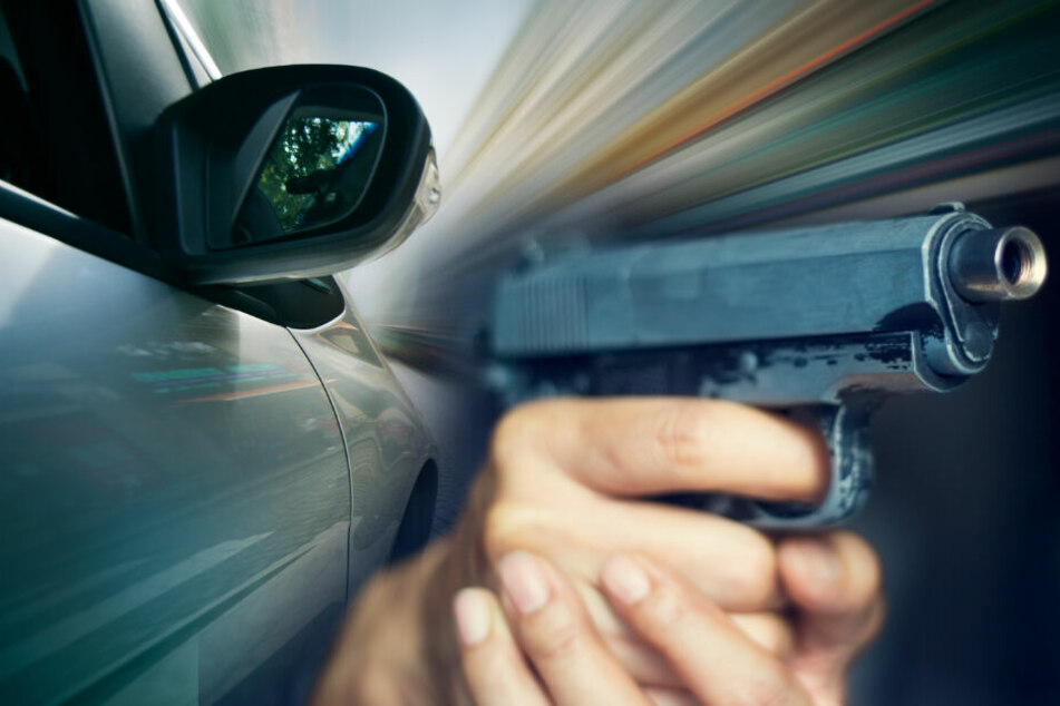 """Autofahrerin am Zebrastreifen mit Waffe bedroht: """"Fahr, du Schlampe!"""""""