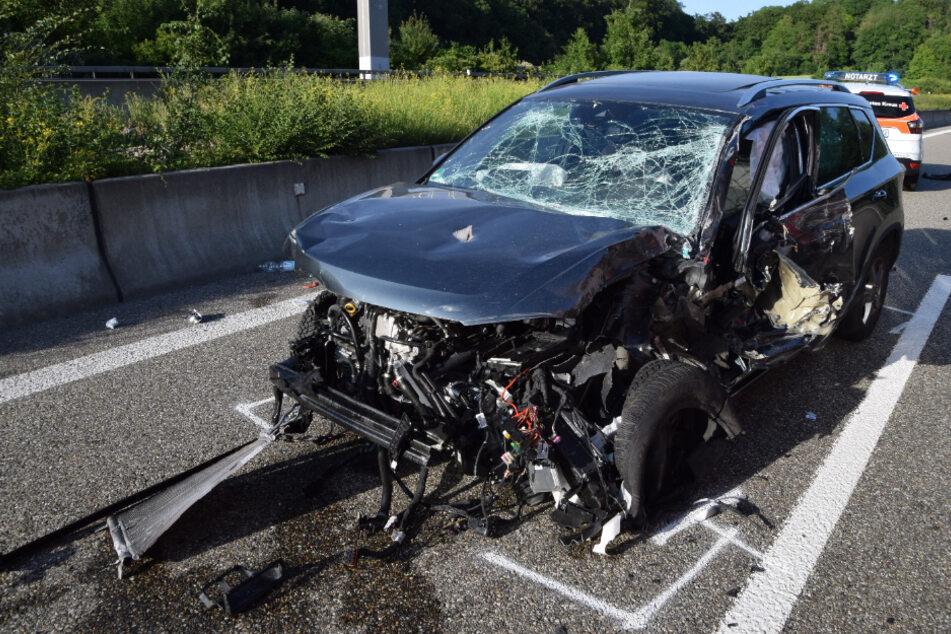 Das Auto kollidierte.
