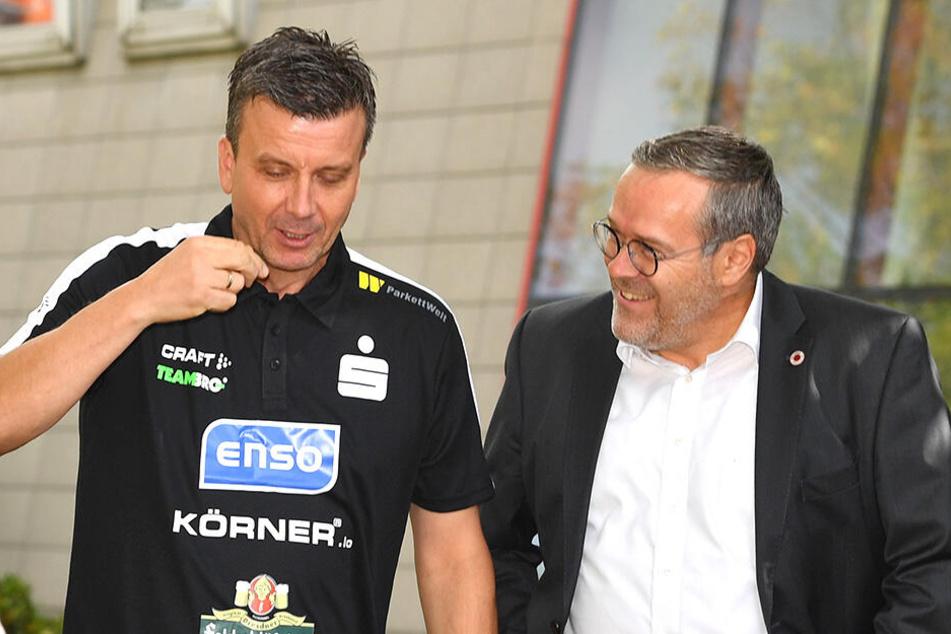 Cheftrainer Alex Waibl (l.) im Gespräch mit Vorstands-Chef Jörg Dittrich.