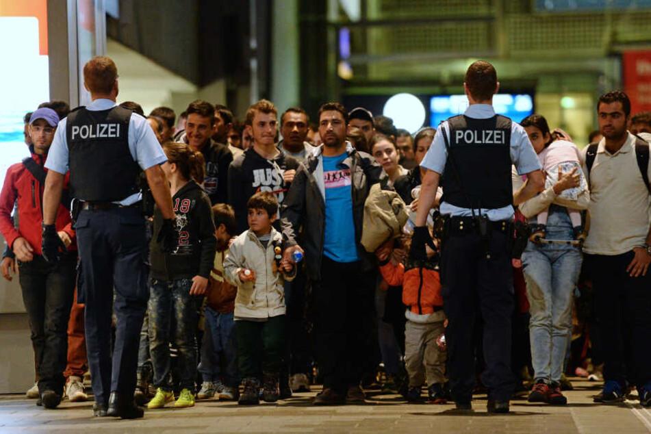 2015 strömten Hunderttausende Flüchtlinge nach Deutschland. Die Berichterstattung soll darüber nicht neutral gewesen sein, sagt Professor Haller.