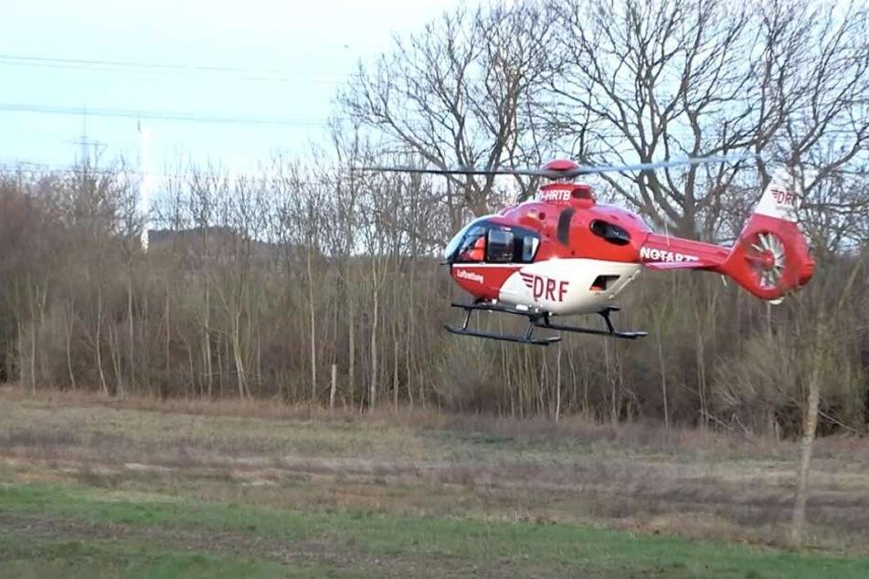Ein Rettungshubschrauber brachte den Verletzten in eine Klinik.