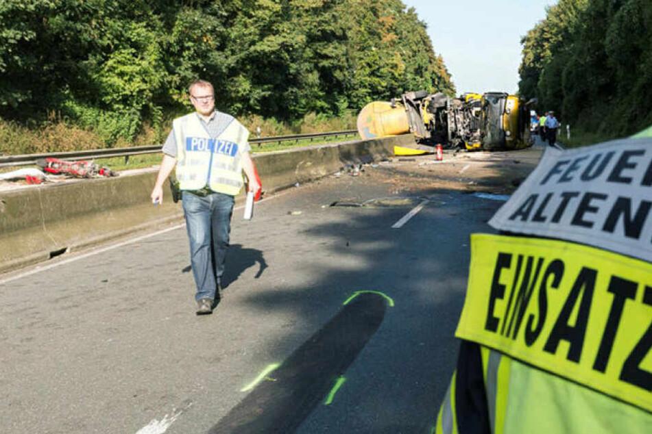 Bei einem Unfall im Münsterland sind drei Menschen ums Leben gekommen.