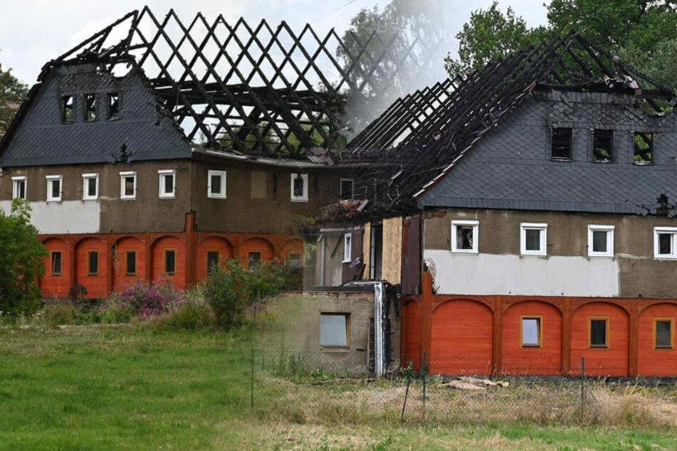 Historisches Gebäude fängt Feuer und fackelt ab