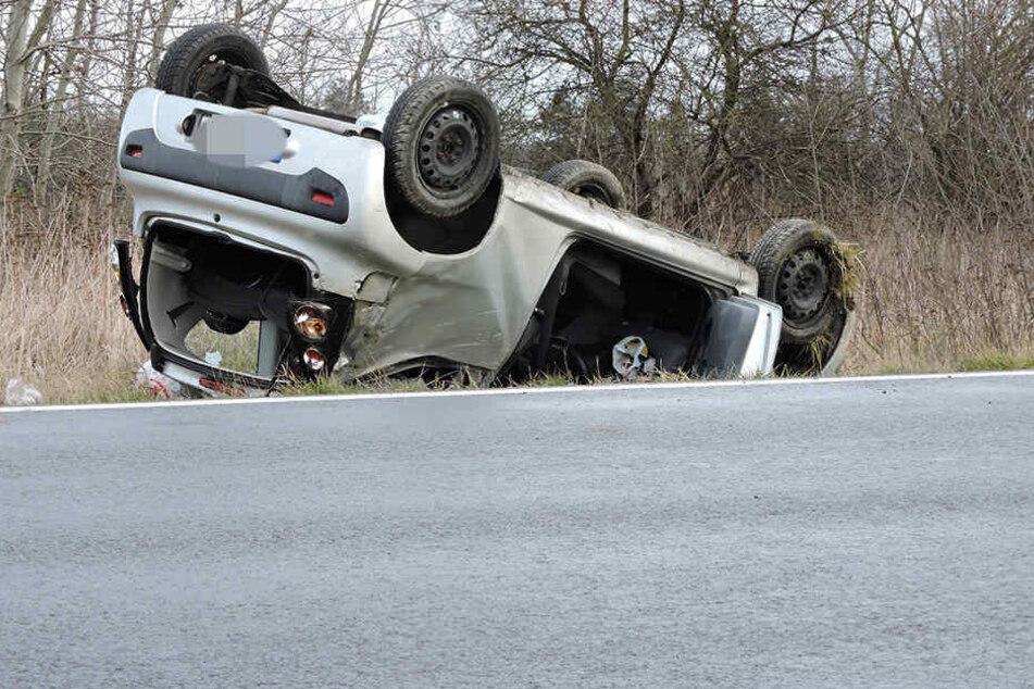 Citroen überschlägt sich: Fahrerin bewusstlos