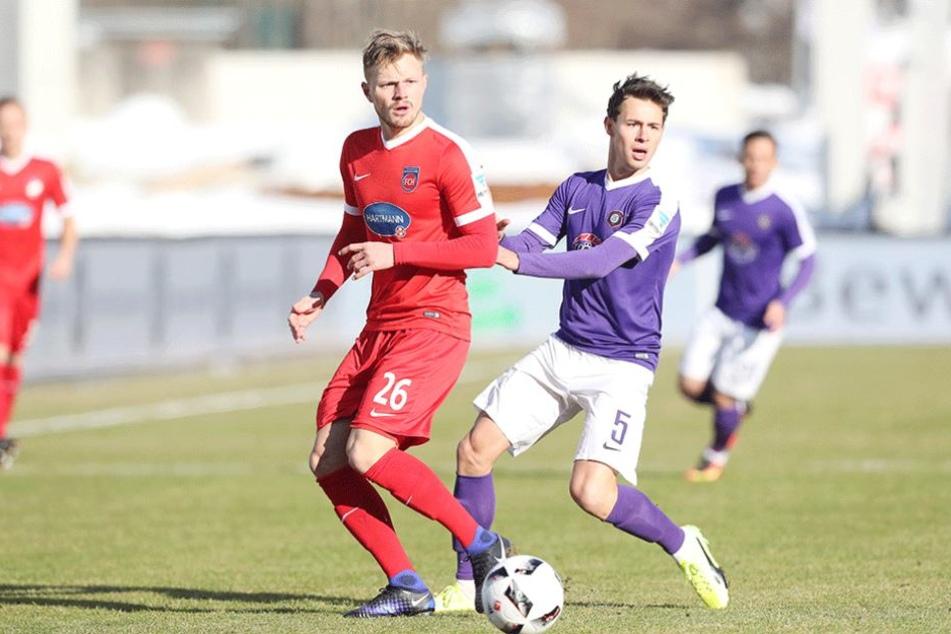 Clemens Fandrich (re.) gegen den Heidenheimer Marcel Titsch-Rivero.