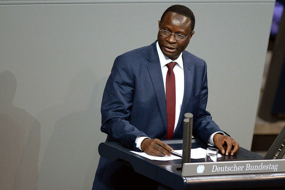 Die NPD griff den SPD-Abgeordneten Karamba Diaby auf Facebook wegen seiner Hautfarbe an. Der wehrt sich.