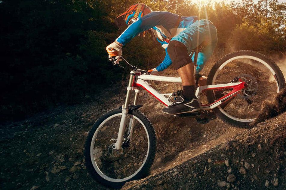 Immer wieder bauen Biker neue Strecken durch die Bielefelder Wälder. (Symbolbild)