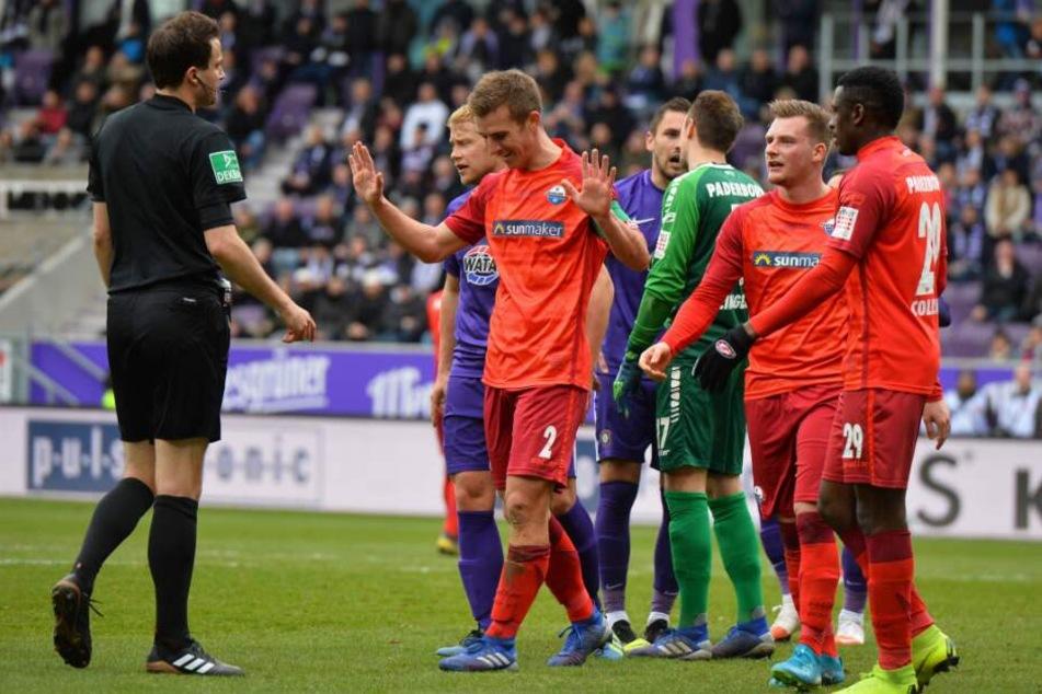 Uwe Huenemeier bekam vom Schiri eine rote Karte.