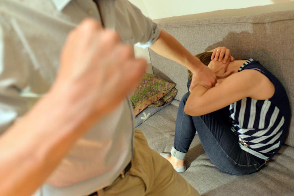 Im Jahr 2017 wurden bundesweit rund 140.000 Fälle von häuslicher Gewalt bei der Polizei angezeigt. (Symbolbild)