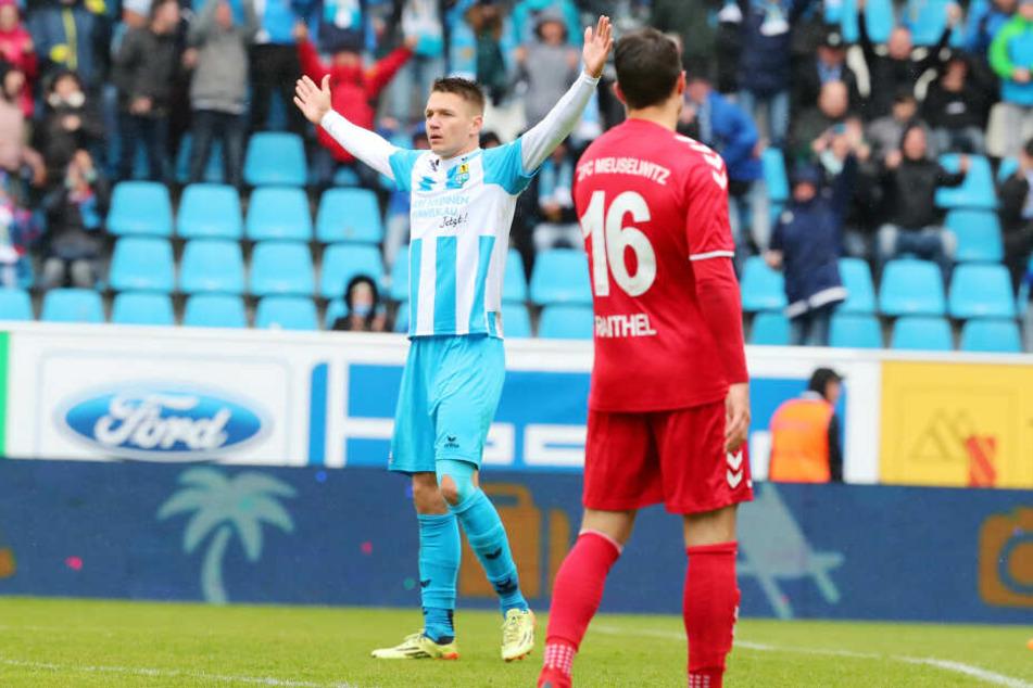 Torjubel nach dem Treffer zum 1:0 durch Torschützen Daniel Frahn.
