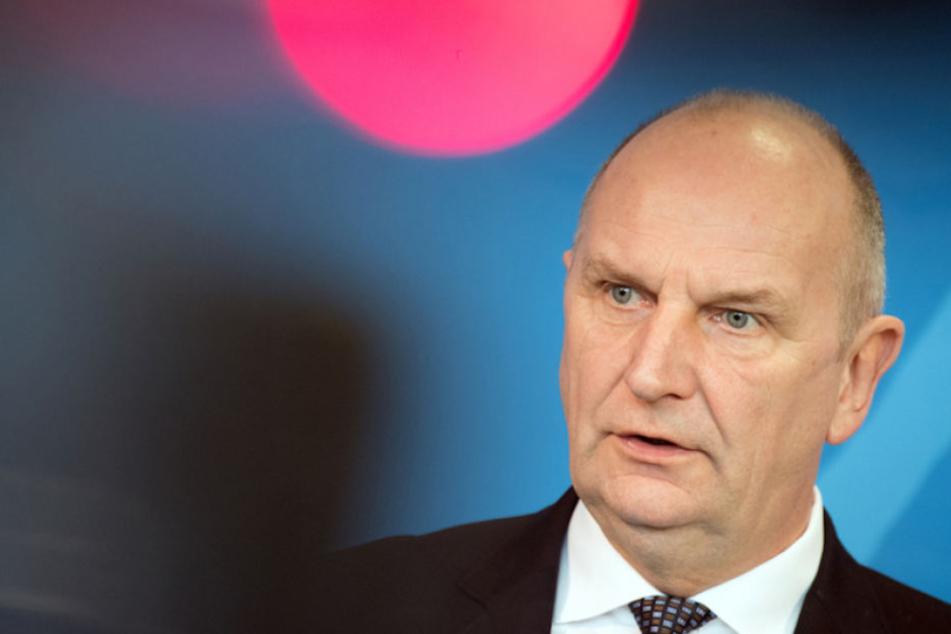 Brandenburgs Ministerpräsident Dietmar Woidke (56) fordert seine ostdeutschen Landsleute zu mehr Selbstbewusstsein auf.