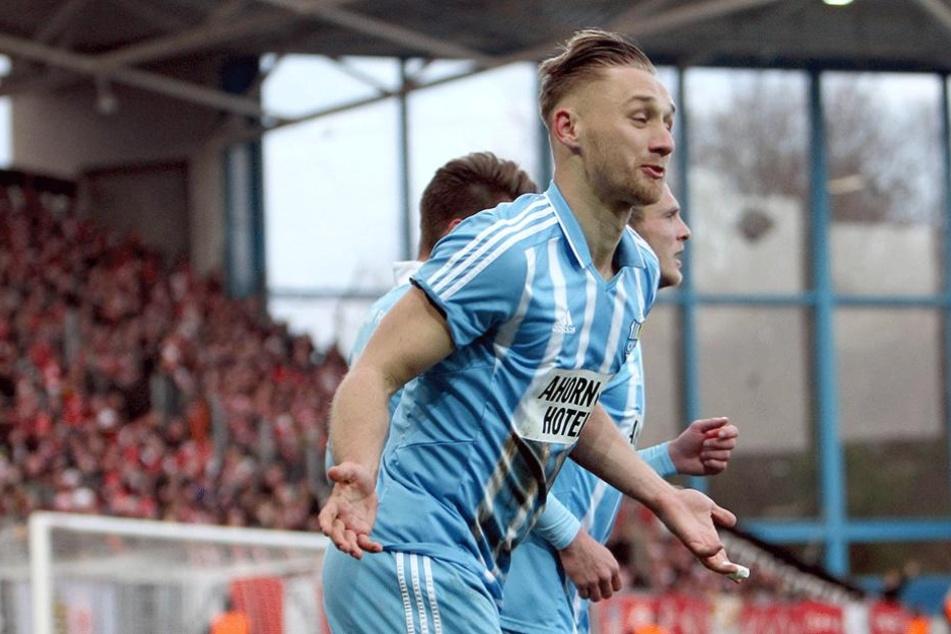 Björn Jopek freut sich über sein Tor zum 1:0.