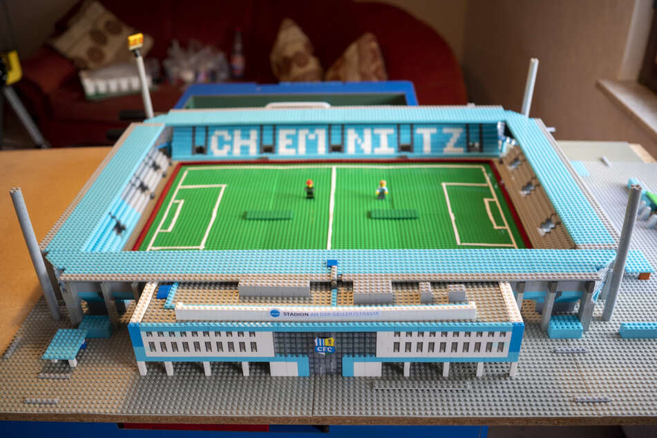Mit viel Liebe zum Detail: Das CFC-Stadion als LEGO-Version ist fast fertig.