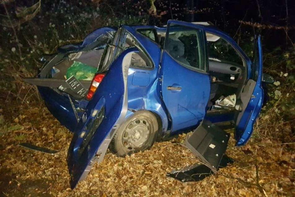 Die Insassen dieses Fahrzeugs in Mülheim wurden nur leicht verletzt.