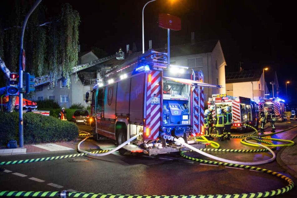 Mit 90 Einsatzkräften musste die Feuerwehr anrücken um den Brand unter Kontrolle zu bekommen.
