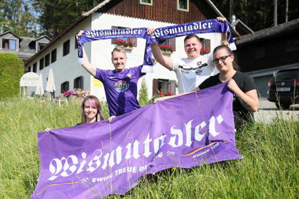 Treue Fans: Linda und Frank Behn, Andre Weißflog sowie Stephanie Ullmann (v.l.).