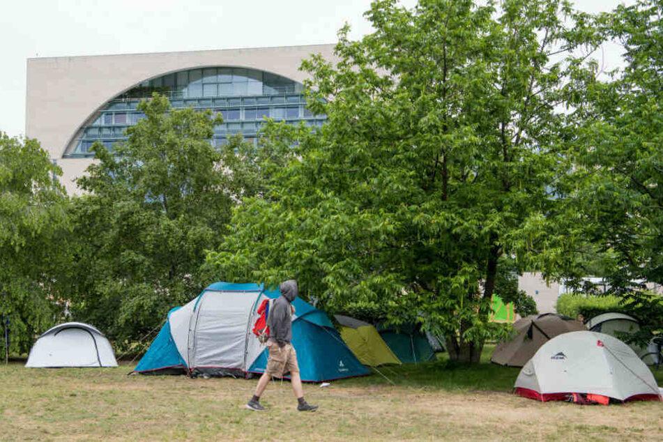 Das We4Future-Camp hat seine Zelte vor dem Kanzleramt aufgeschlagen.