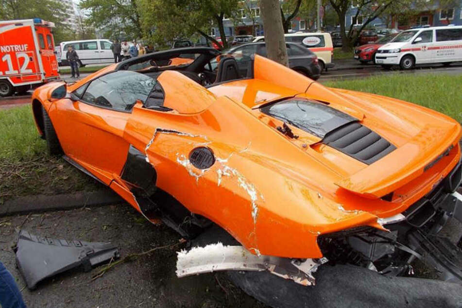 Der Wagen ist nach diesem Unfall nur noch Schrott.