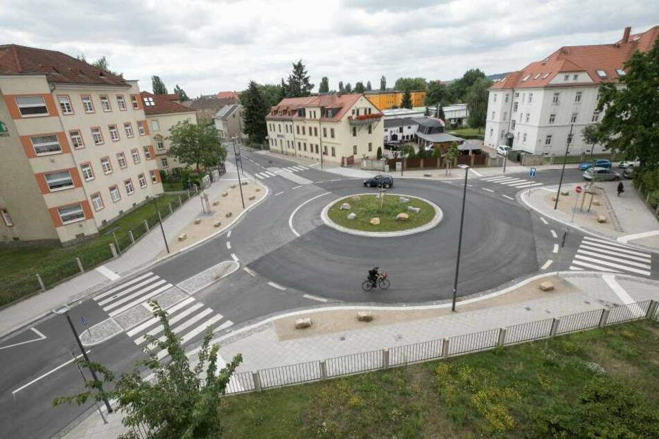Die Volkersdorfer Straße/ Ecke Boxdorfer Straße war als Kreuzung gefährlich.  Als Kreisverkehr herrscht hier mehr Sicherheit.