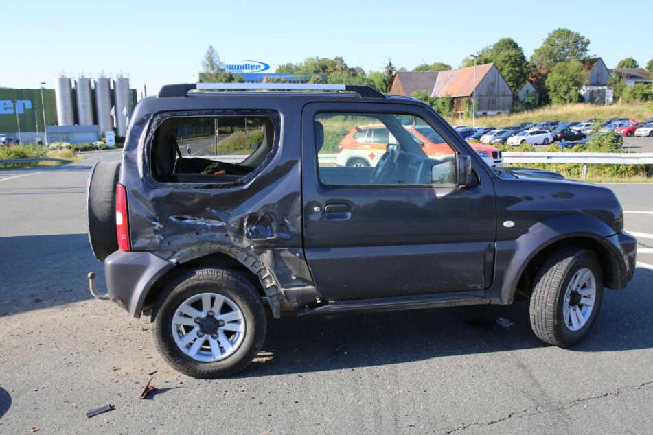 Der Motorradfahrer traf den SUV am hinteren rechten Ende des Fahrzeugs.