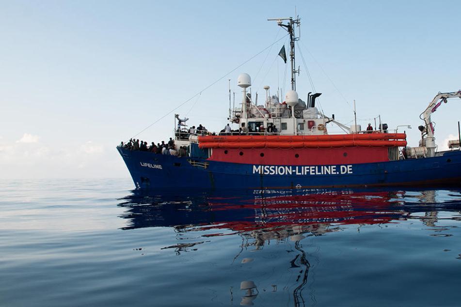 """Verzweifelte Nachricht vom Rettungsschiff Lifeline: """"Seehofer ist verantwortlich, wenn es Tote gibt"""""""